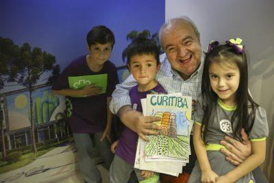Prefeito Rafael Greca inaugura Mini Prefeitura no Colégio Amplação