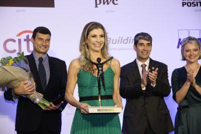 Prêmio Equilibrista 2019 é entregue para diretora corporativa do GRPCOM